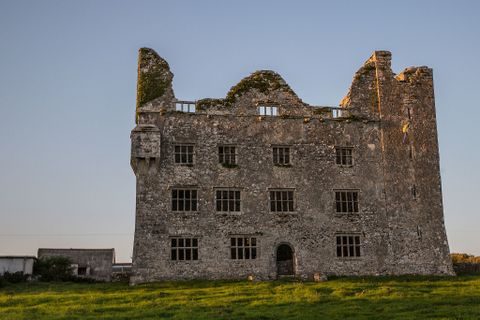 7 Ghosts to visit in Ireland -Leamaneh_Castle_Ireland_12283094446_o 1